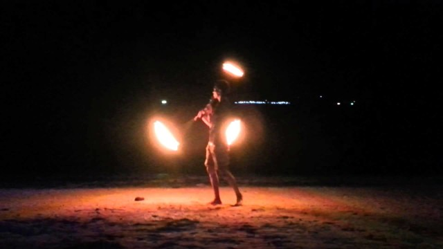 Ruby Phonngo – 3 fire poi 2013